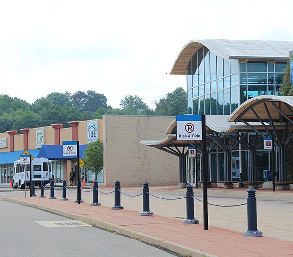 Expressway travel center